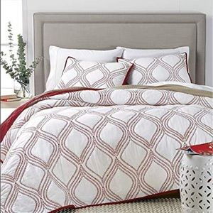 Martha Stewart  Gate Reversible Quilt (Red, Twin)